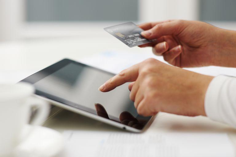 8 Nevarnosti kreditnih kartic in kako jih lahko izognete