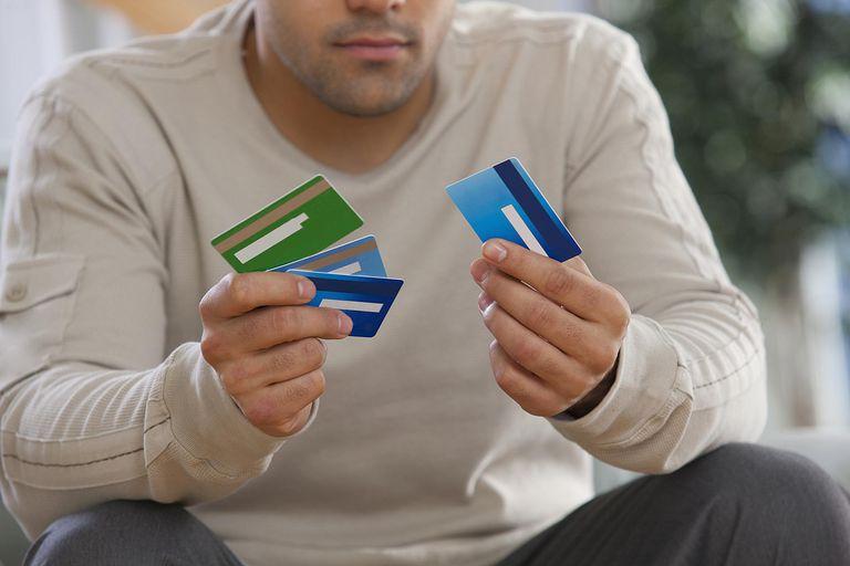 كيفية اختيار بطاقة الائتمان الحق