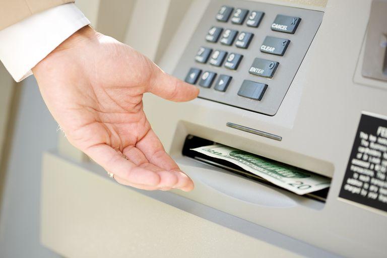 لماذا يجب عليك تجنب بطاقة الائتمان سلفة نقدية