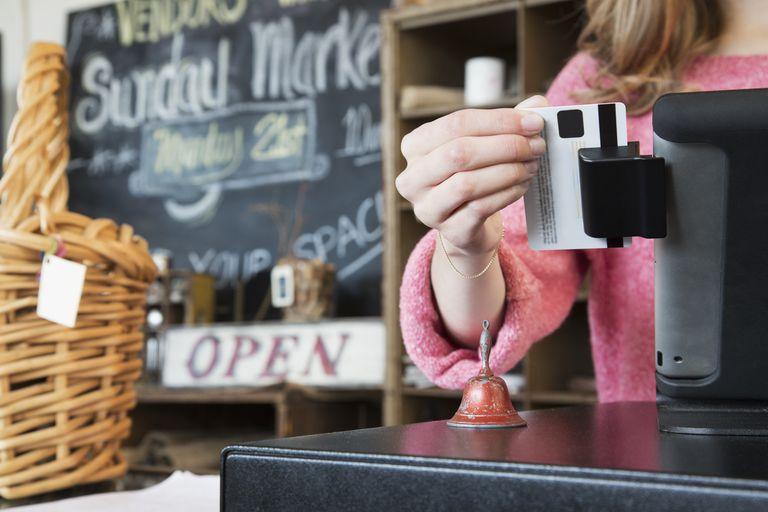 Cómo utilizar una tarjeta de débito en línea