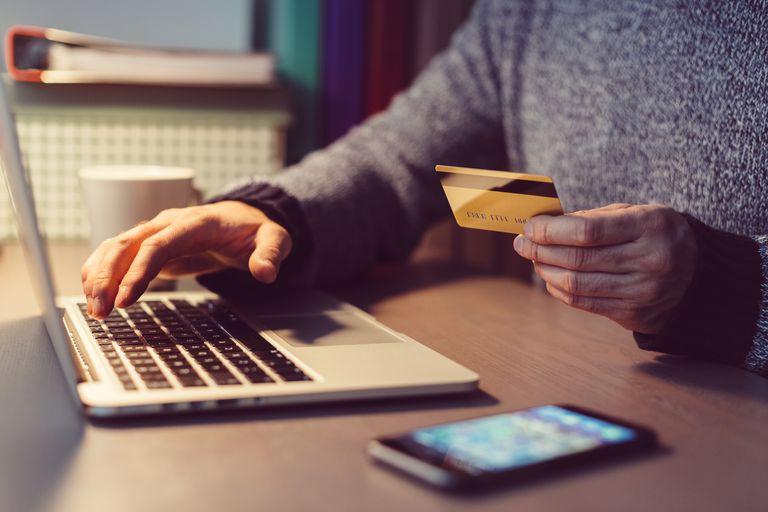 Dicas para usar um cartão de débito on-line