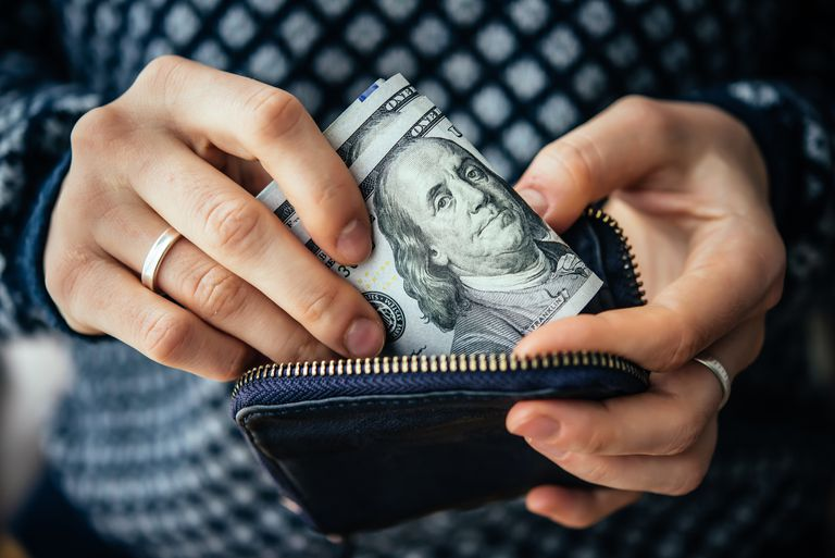 Колко трябва да се съхранява в Проверка и спестявания?