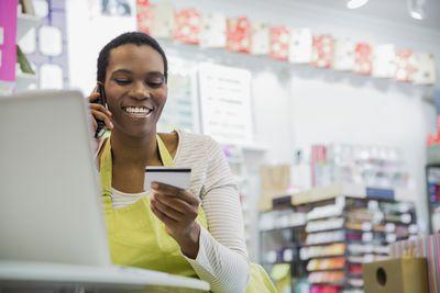 Ja jūs pavadīt ar debetkartes vai kredītkartes?