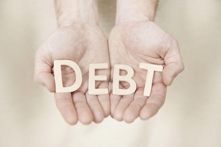 A különbség a fedezett és fedezetlen adósságok