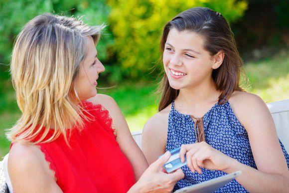 Haciendo su hijo un usuario autorizado en su tarjeta de crédito
