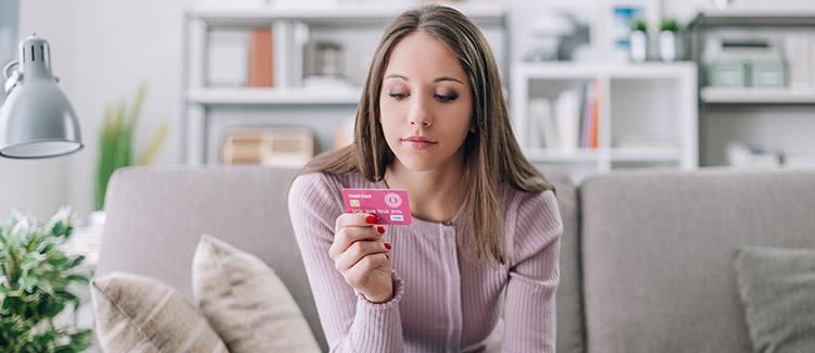 Należy Nastolatki i studentów Posiadanie karty kredytowe?  Dobre nawyki kredytowe rozpocząć w młodym wieku