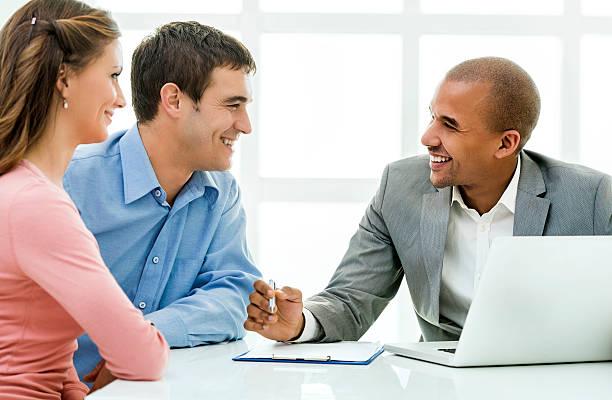 Advisors financiare Spune-ne ce fac cu banii lor proprii