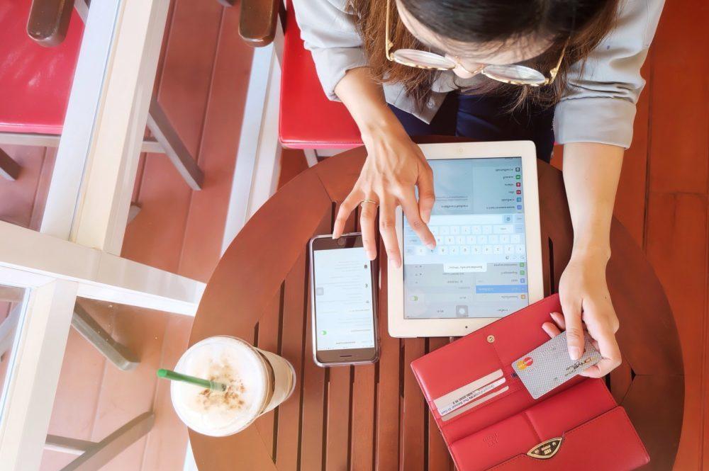 A leggyakoribb hitelkártya díjak és hogyan lehet elkerülni őket