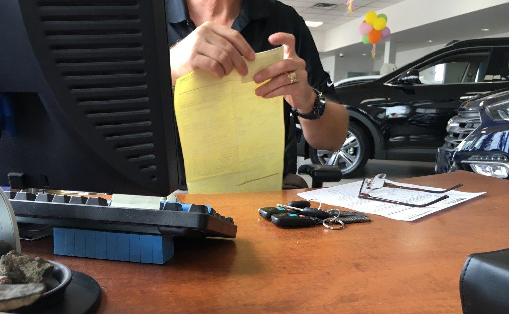 Vai jūs pērkat automašīnu ar kredītkarti?