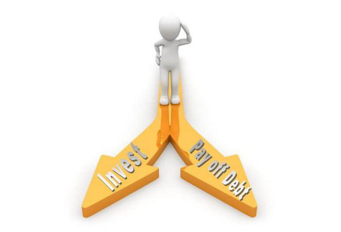 Ska du prioritera investera eller betala av skulden?